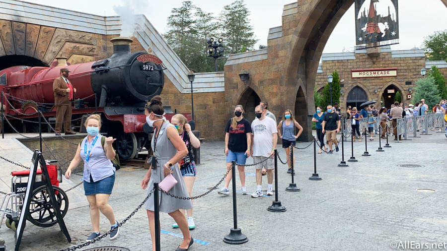 Hagrids-Line-Hogsmeade-Crowds-Orlando-Grand-Reopening-Day