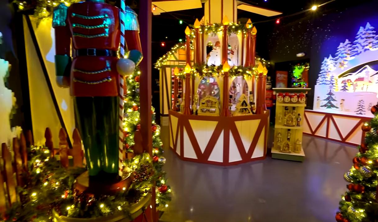 Universal Holidays Tribute Store
